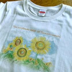 「津南のひまわり畑Tシャツ」色鉛筆の風合いそのままなナチュラルテイスト(生成り)レディースL  2,686円(税抜)